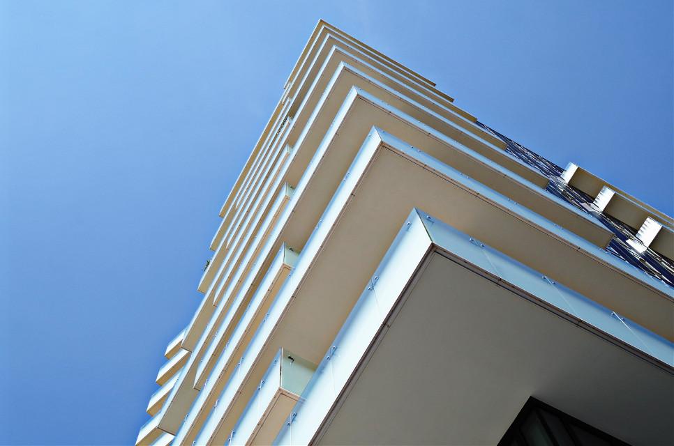 #palazzo #archittetura #milano #nuvole #cielo #balconi