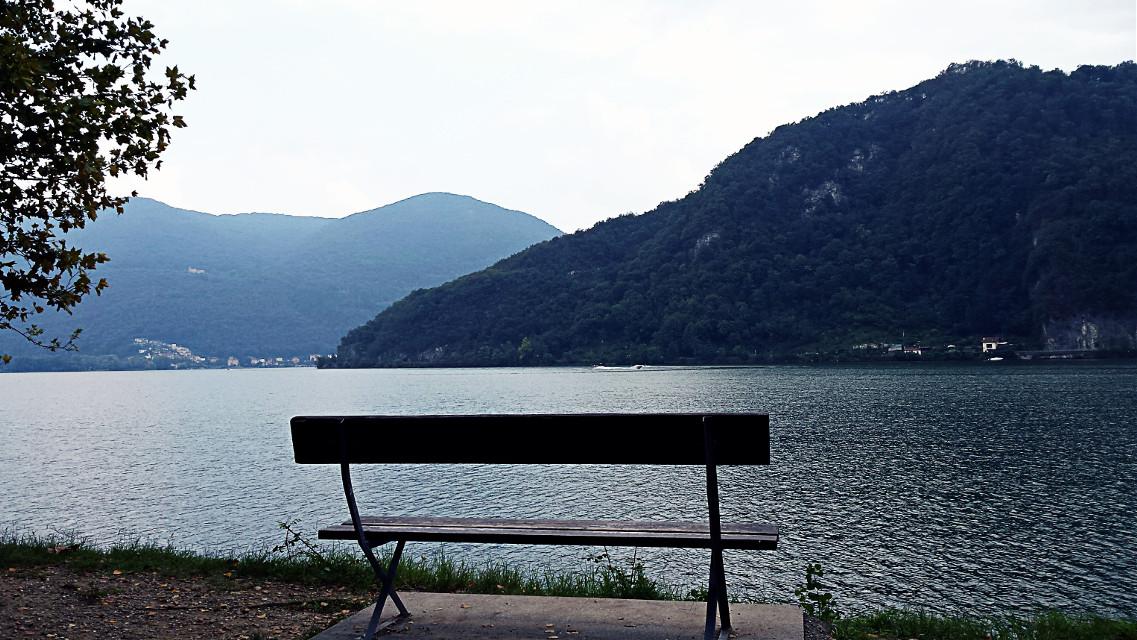 ...while Iook at the lake, I'm thinking at the sea..